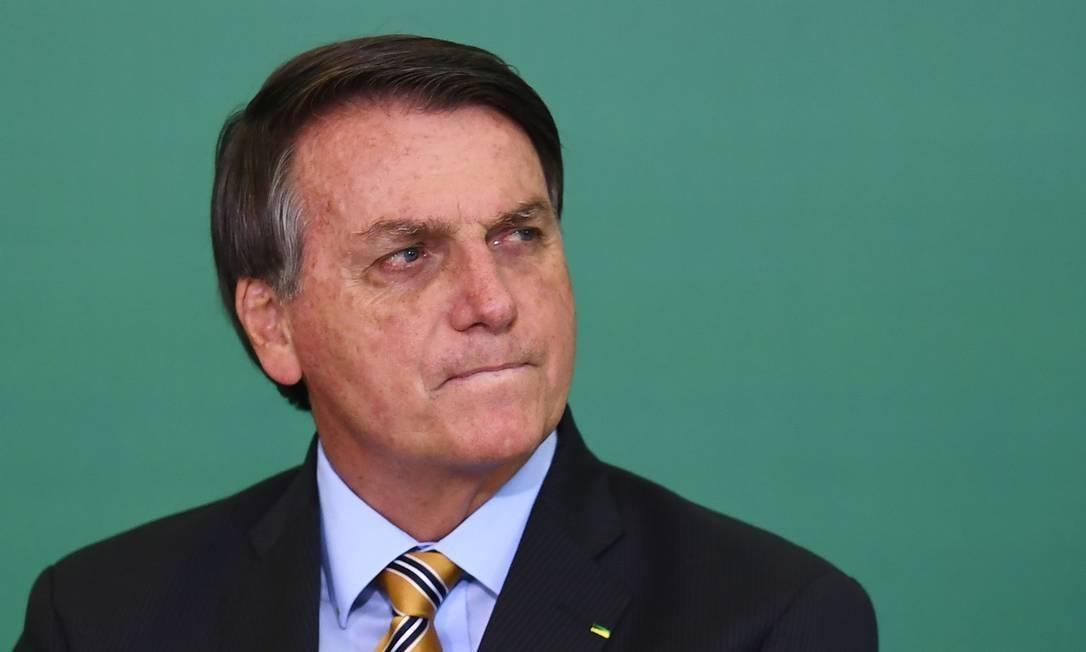 x90535212 Brazilian President Jair Bolsonaro gestures during the commemoration of the 54th anniversar.jpg.pagespeed.ic .npqAASpsvF - Bolsonaro envia R$ 3,9 milhões para ampliar atendimentos em saúde mental na Paraíba