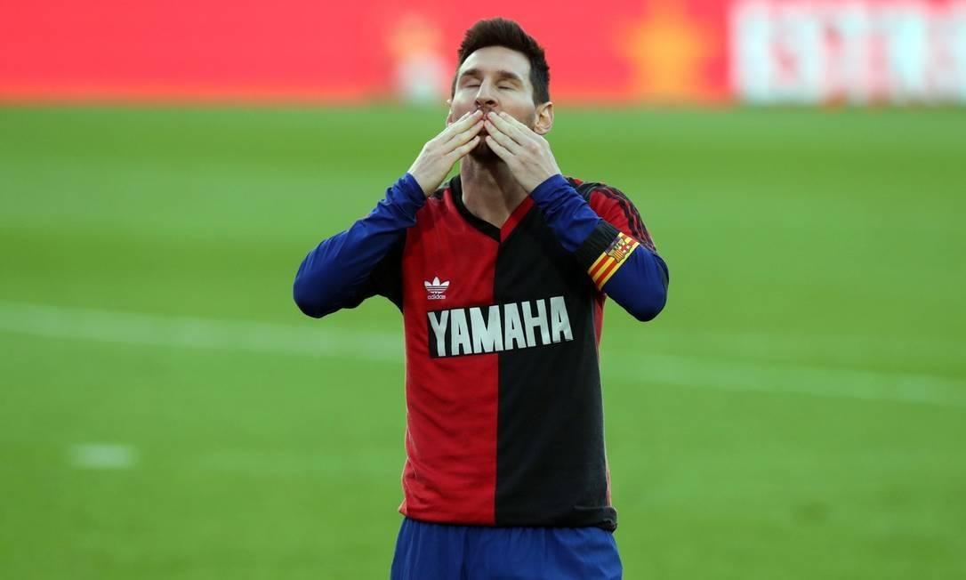 xmessi newelles.jpg.pagespeed.ic .Z6IWUD Ure - Barcelona deve receber multa por homenagem de Messi a Maradona