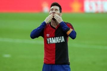 Barcelona deve receber multa por homenagem de Messi a Maradona