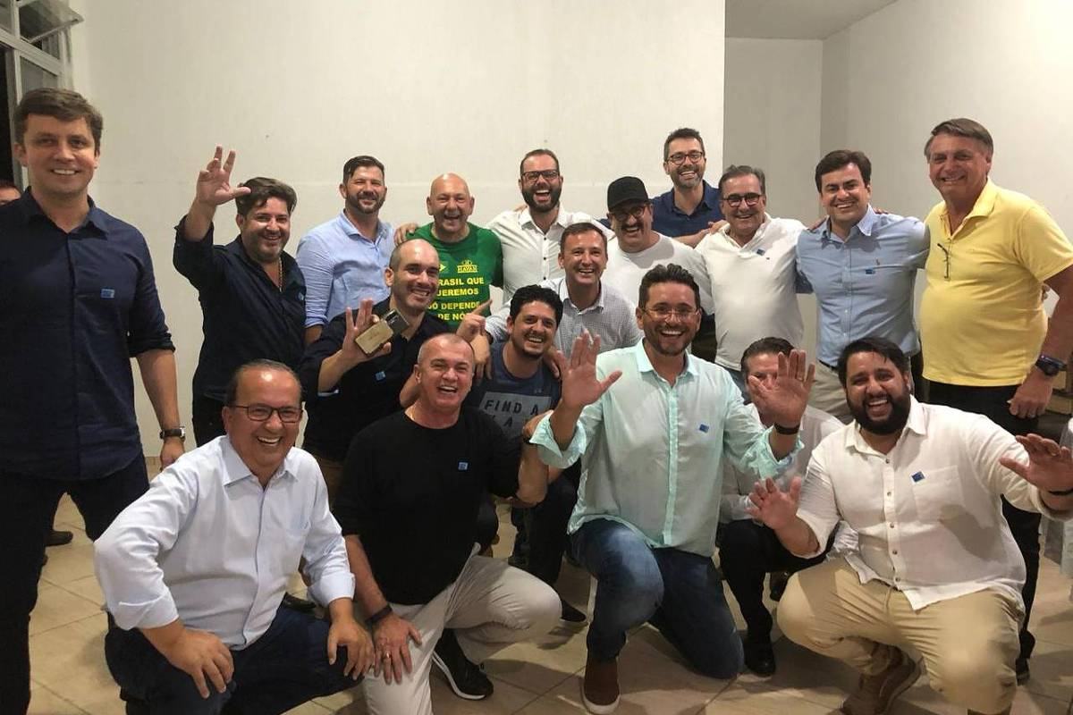 16086039525fe15930ec74d 1608603952 3x2 xl - Bolsonaro, Hang e Ratinho aparecem sem máscaras durante jantar em SC