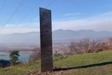 19880 6E056EC4306AF964 - MAIS UM: Monólito de metal aparece agora na Romênia