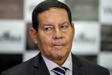 MOURAO BARROCAL - Mourão comemora vacina, mas evita comentar 'politicagem'
