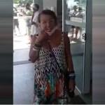 """RACISTA - """"RACISTA DE CARTEIRINHA"""": Mulher que aparece em vídeo gritando ofensas em agência bancária e em loja de shopping é indiciada por racismo - VEJA VÍDEOS"""
