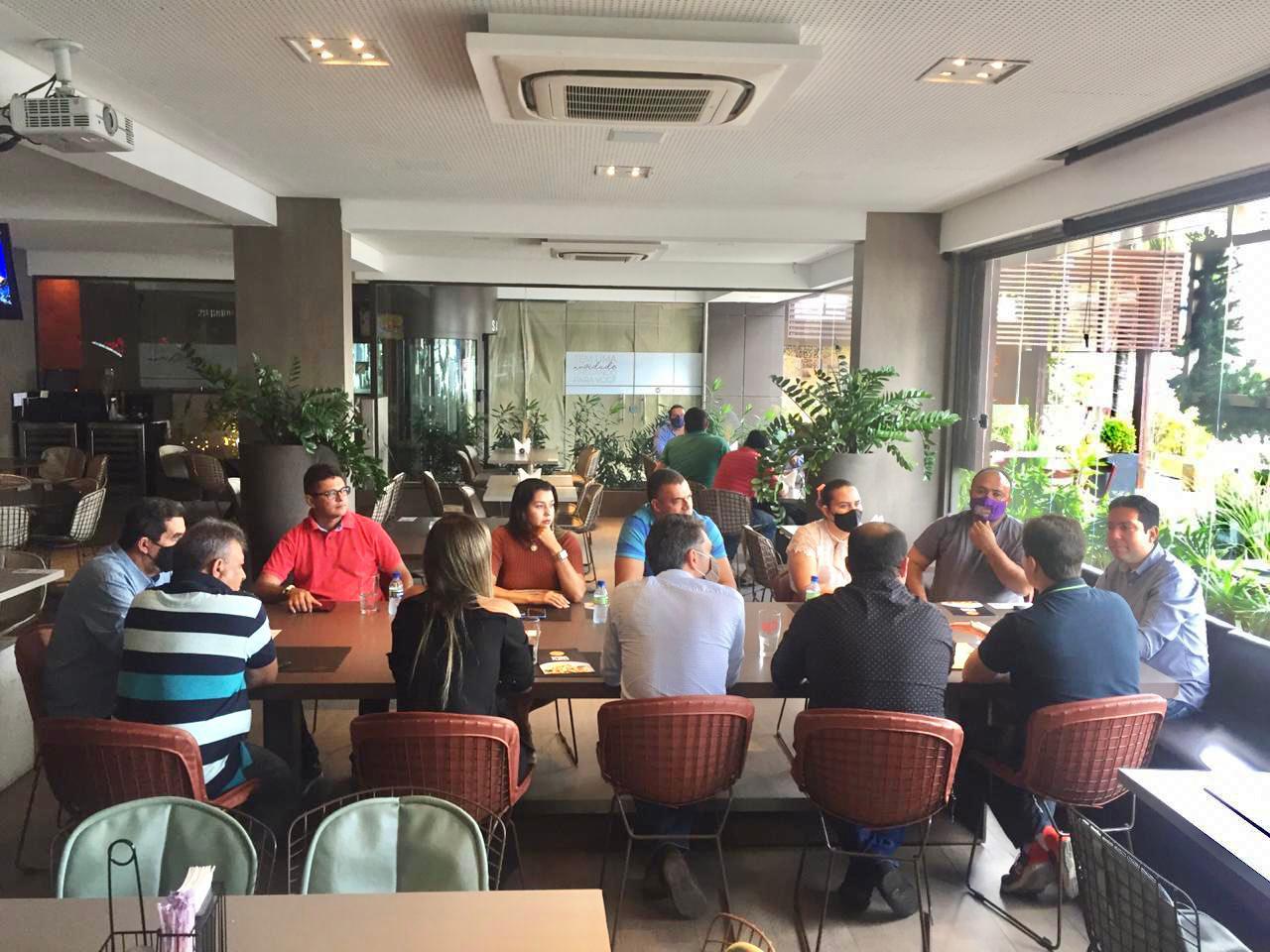 WhatsApp Image 2020 12 03 at 16.30.49 - Veneziano recebe o vice-presidente da Assembleia Felipe Leitão e prefeitos de sua base para tratar de investimentos nos municípios