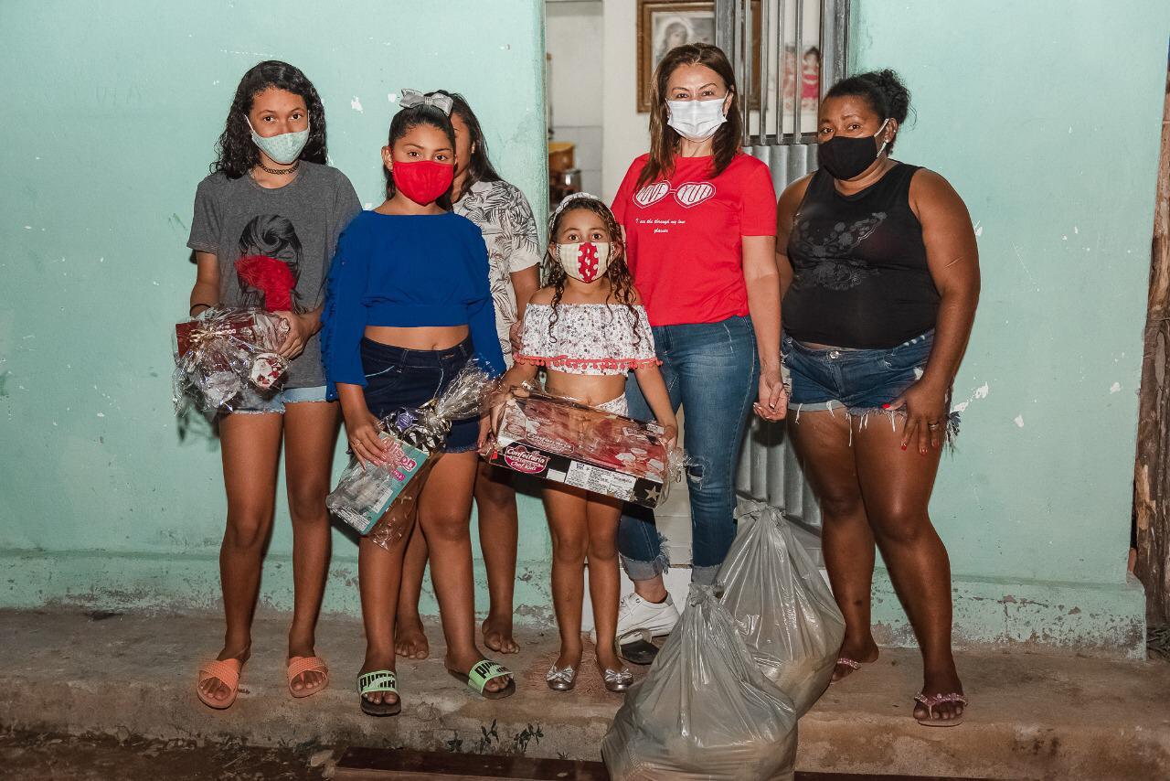 WhatsApp Image 2020 12 25 at 09.19.36 - AÇÃO SOCIAL: prefeito de São José de Piranhas distribui cestas básicas no Natal; fotos