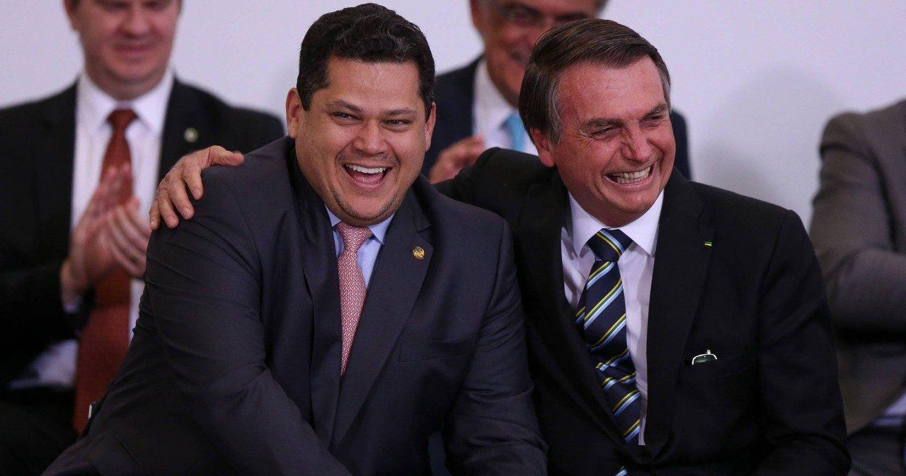 alcolumbre e bolsonaro e1609417441530 - Alcolumbre deve rejeitar ministério de Bolsonaro para ser vice no Senado