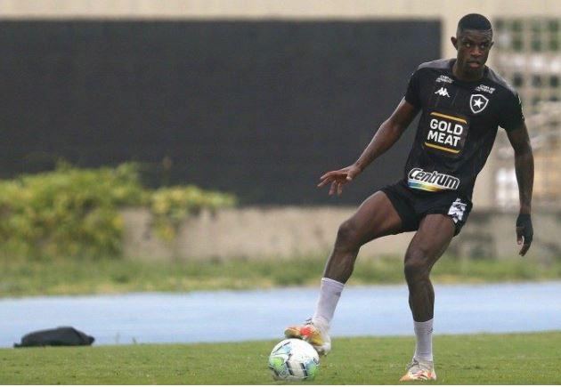 fut - BOTAFOGO: torcida cobra posicionamento do clube após suposta noitada de atletas
