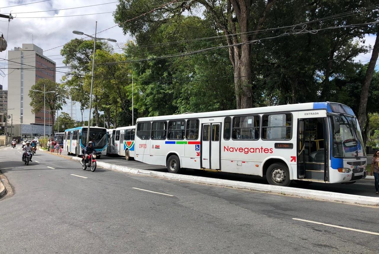 onibus 1 - Atraso e lotação dos ônibus lideram queixas de usuários sobre transporte público da Capital
