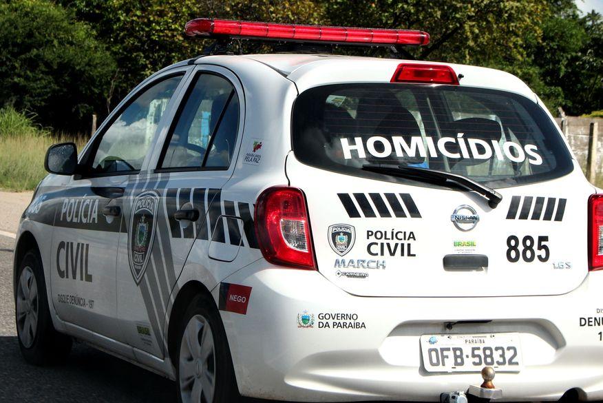 viatura da civil homicidios walla santos 5 - Homem é morto a tiros em praça pública na cidade de Pedras de Fogo