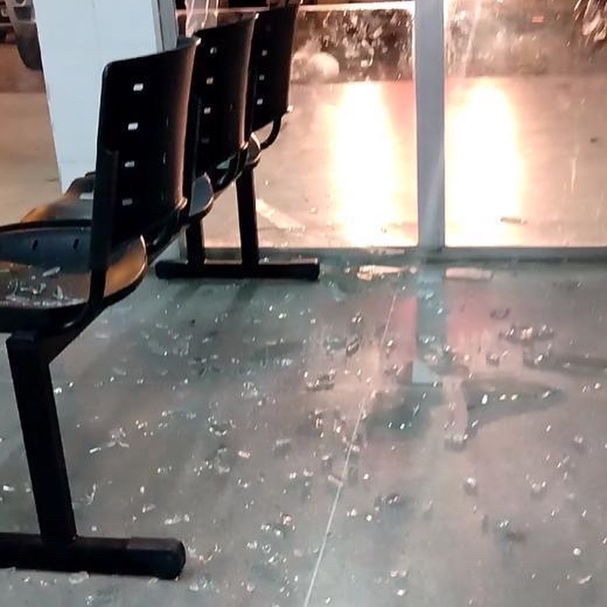 whatsapp image 2020 12 31 at 075448 - Homem se revolta e quebra vidraças da UPA Oceania, após unidade negar atendimento ao seu filho