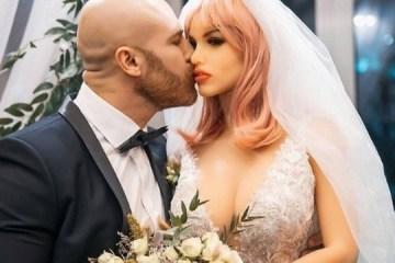 Fisiculturista se casa com boneca hiper-realista: 'Casais precisam falar menos'