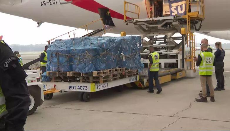 Capturar 47 - Avião com 2 milhões de doses da vacina de Oxford chega ao Brasil