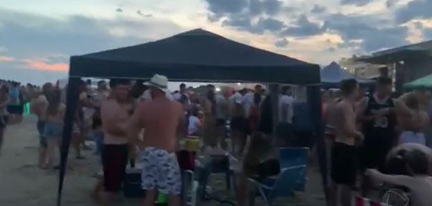 Em todo o país, festas desrespeitam normas e fazem vírus circular