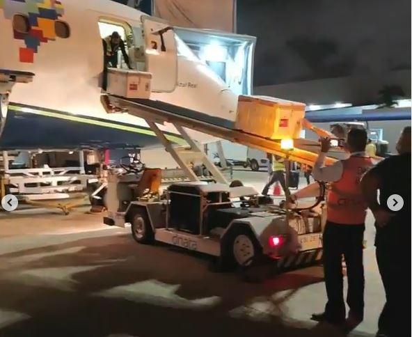 Capturar.JPGkmm - CORONAVAC NA PARAÍBA: Assista o momento da chegada das doses da vacina no Aeroporto Castro Pinto