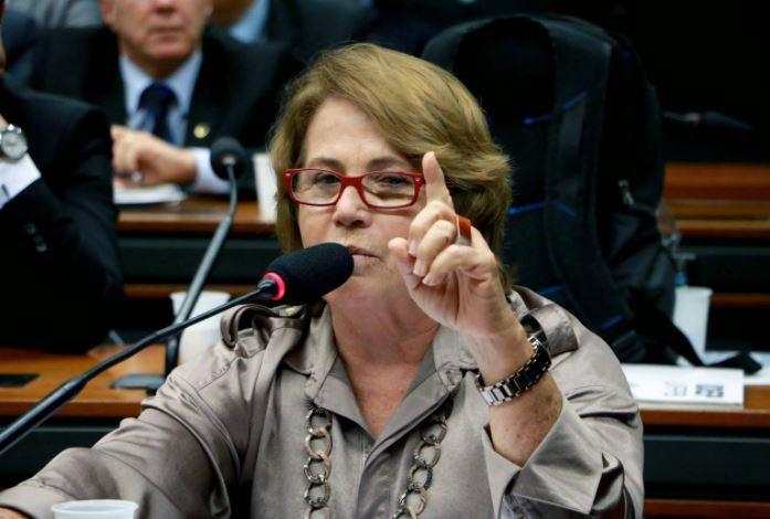 Capturar.JPGo  2 - Senadora Nilda Gondim parabeniza população de Brejo do Cruz por pressão contra decreto que autoriza sacrifício de animais