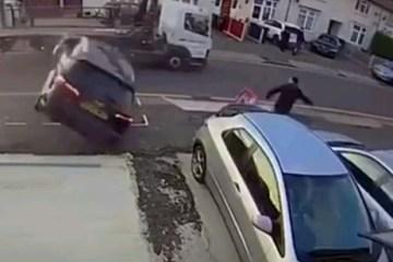 Capturarj - Carro cai de cima de reboque e quase atinge pedestre