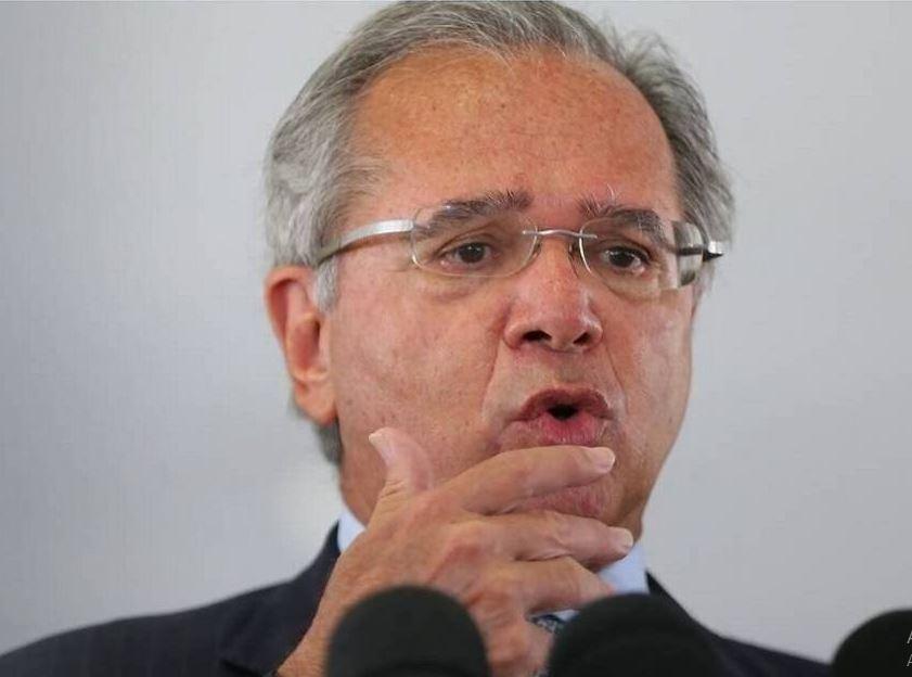 Guedes - Durante evento virtual, Guedes diz que só prorroga Auxílio Emergencial com congelamento de verbas para educação e segurança