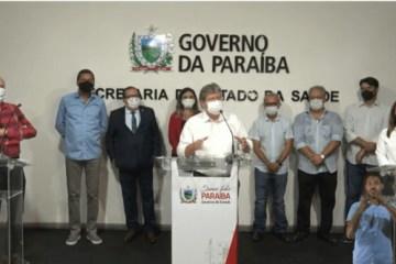 """Durante abertura da campanha de vacinação, João Azevedo afirma, """"A vacina é o único caminho"""""""