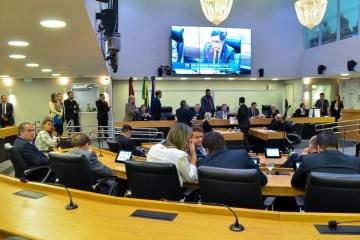 al plenário - Leis da Assembleia asseguram direitos a paraibanos e deveres em prestação de serviços