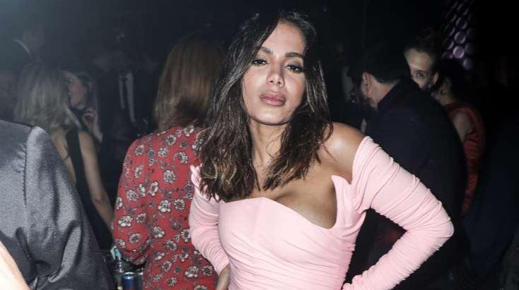 anit - Anitta 'distribui' dinheiro ao curtir boate com Tyga nos EUA e divide opiniões na web