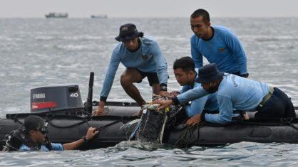 avião - Caixas-pretas do Boeing que caiu na Indonésia são encontradas