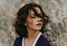 Priscilla Alcantara exibe corpão em foto de biquíni