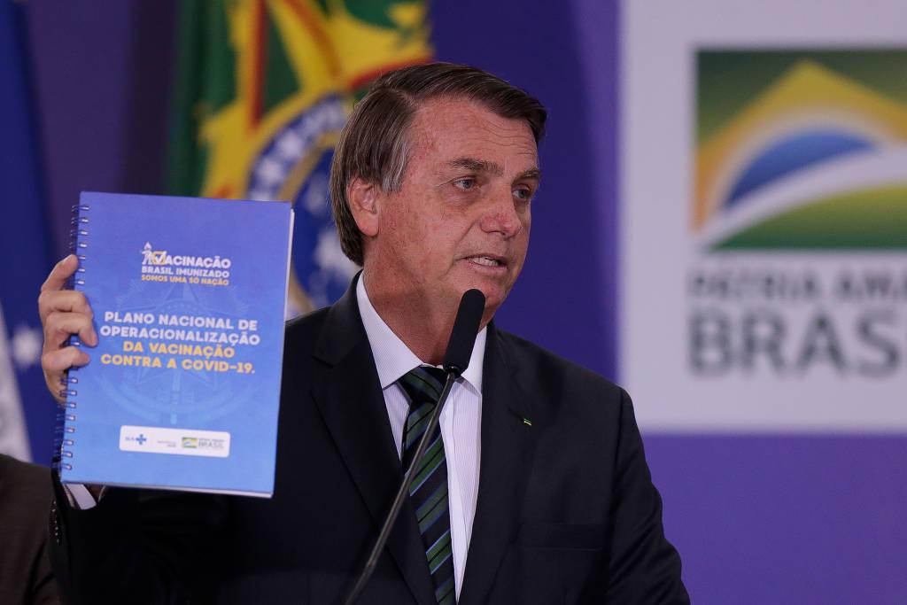 """bolsonaro e plano de vacinação - Bolsonaro diz que governo """"não vai criar problema"""" para clínicasparticulares comprarem vacina contra Covid-19"""