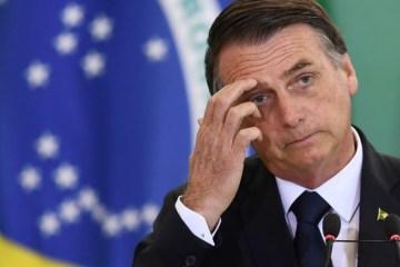 bolsonaro lamentando 1 - Folha lista 23 crimes de responsabilidade já cometidos por Bolsonaro