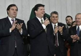 Deputados do PSL abandonam candidatura de Baleia Rossi para apoiar Arthur Lira