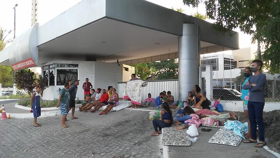 familia acampada - Moradores acampam em frente a Prefeitura de João Pessoa em protesto por moradia