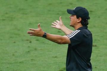 Fernando Diniz continua no São Paulo, mas diretoria cobra reação após goleada para Inter