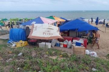 PMJP notifica comerciantes irregulares na praia do Bessa; um deles estava instalado sobre ninho de tartarugas
