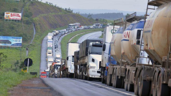 greve caminhoneiros Valter Campanato Agência Brasil 660x372 1 - Associação de Transporte de Cargas pede que autoridades proíbam bloqueio de estradas e se posiciona contra paralisação