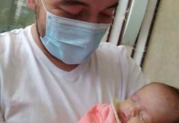 Bebê que nasceu em parto de emergência tem alta 13 dias após mãe morrer vítima da Covid-19