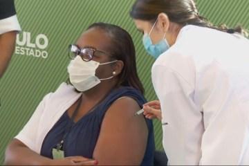 intensivista monica calazans 54 anos e a primeira brasileira vacinada no brasi - 'ESTOU MUITO FELIZ': enfermeira negra é a primeira vacinada no Brasil