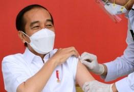 Indonésia começa vacinação da população com a CoronaVac; país vai imunizar primeiro os mais jovens