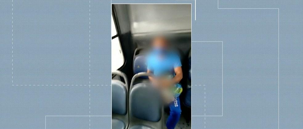Homem é investigado após ser filmado fazendo gestos obscenos dentro de ônibus, em Campina Grande