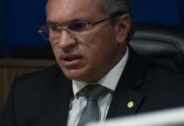 """""""Esse homem que está no poder não é aquele que elegemos"""" lamenta Julian Lemos sobre postura de Bolsonaro em meio à crise que o Brasil enfrenta"""
