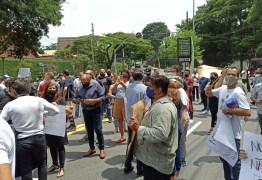 Donos de bares e restaurantes de SP protestam contra fechamento dos estabelecimentos aos finais de semana