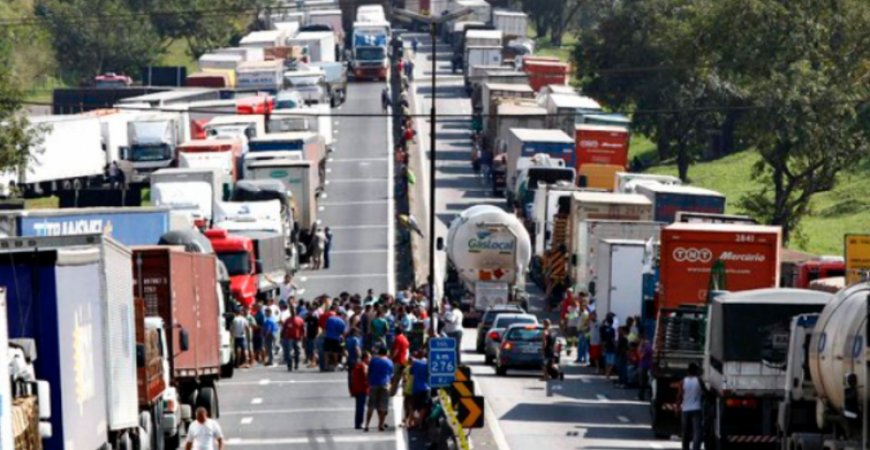 n 45857 3cf4f38d85d743385432afe95e3e2cc5 - Caminhoneiros ignoram pedido de Bolsonaro e garantem greve