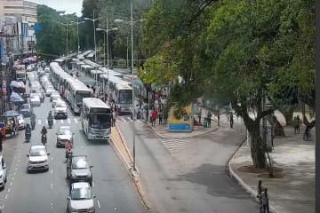 Motoristas de ônibus paralisam atividades e realizam protesto em João Pessoa