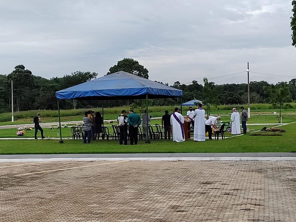 """whatsapp image 2021 01 04 at 08.09.53 - Padre paraibano morto por """"namorado"""" no Pará, foi sepultado em cerimônia restrita para evitar aglomeração"""