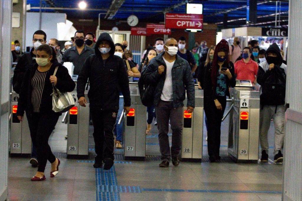 10jun2020 movimentacao no metro da cidade de sao paulo durante a pandemia do novo coronavirus 1591791390952 v2 1920x1280 1024x682 - NÚMEROS DA PANDEMIA: Brasil passa de 9,5 milhões de casos de Covid, com mais de 231 mil mortes