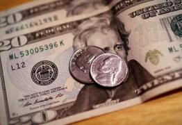 Dólar cai para R$ 5,37 e encerra semana com leve queda