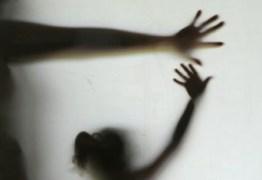 Mãe que compartilhava filha com namorados 'durante relações sexuais' é condenada por estupro