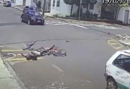 Ladrão furta bicicleta, tenta fugir, bate carro e morre – VEJA VÍDEO