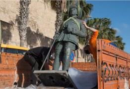 Em dia histórico, Espanha remove última estátua do ditador Franco