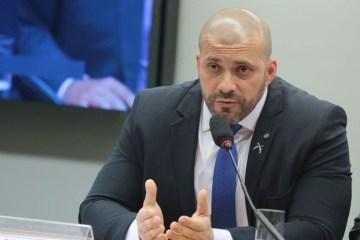 PF ouve Daniel Silveira sobre celulares encontrados na prisão nesta sexta (26)