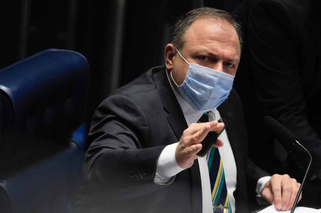 """Eduardo Pazuello no Senado 1 - """"Três vezes mais contagiosa"""", diz Pazuello sobre nova variante do coronavírus"""