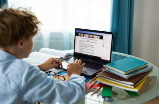 Guia gratuito com assuntos escolares entra para lista de consulta dos estudantes